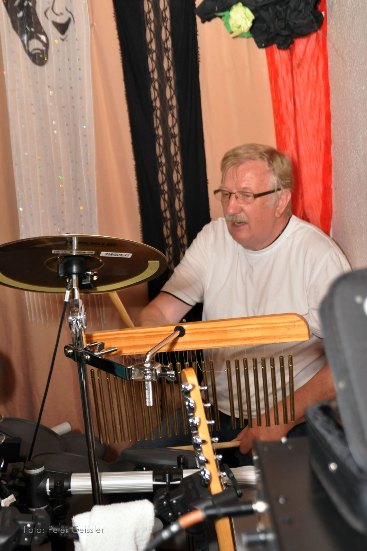 Nobbi an den Drums